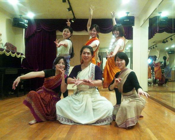 足裏を刺激し、手先を美しくする印度舞踊!