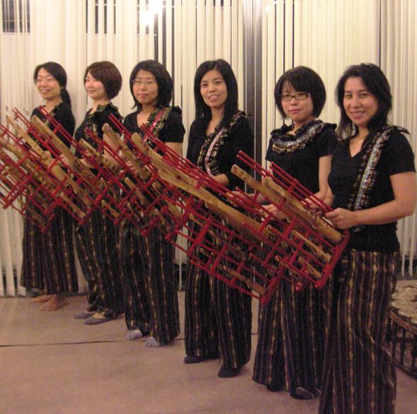 タイの竹楽器アンガルンを演奏しよう