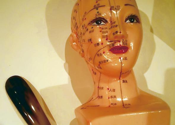 「かっさ」とアロマオイルで小顔・リフトアップ美人術!